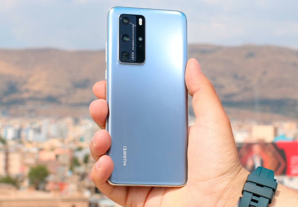 Someone holding a blue Huawei P40 Pro