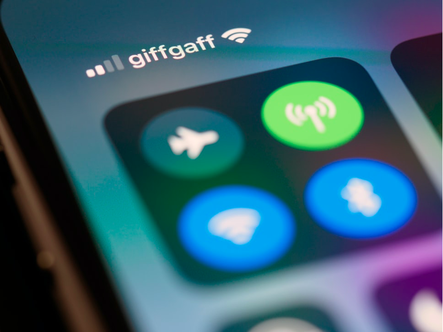 An iPhone connecting to Giffgaff mobile network